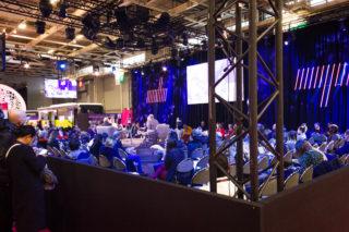Une salle de conférence au salon Heavent 2020